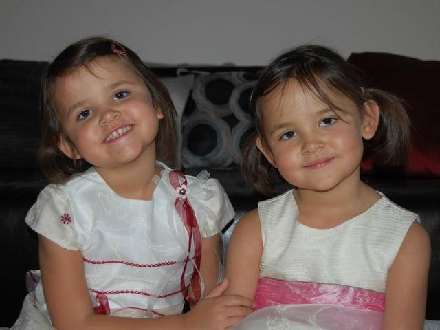 Die Zwillinge Kim und Olivia als Kleinkinder