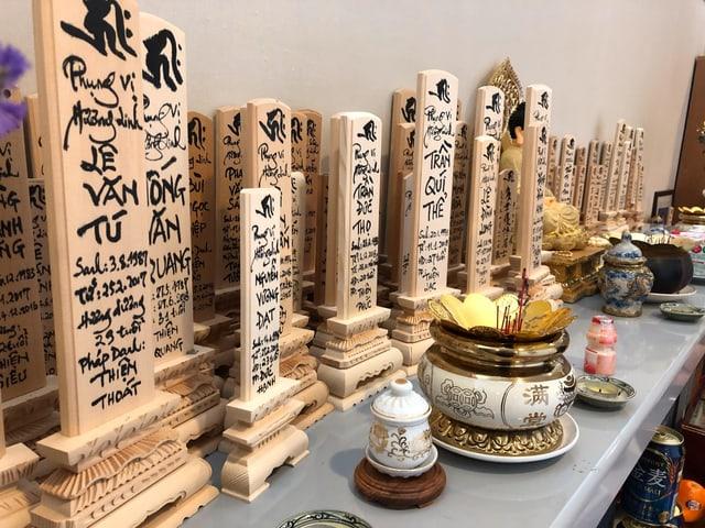 Buddhistische Gedenktafeln