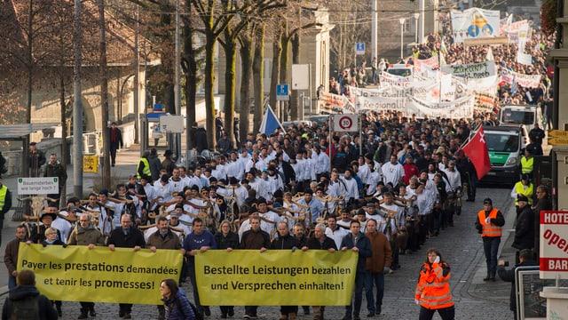 Purs durant ina demonstraziun a Berna.