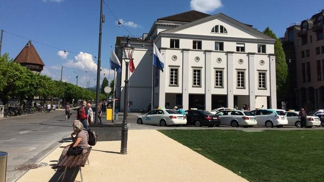 Das Luzerner Theater von aussen betrachtet.