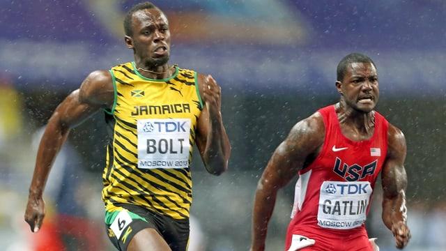 Usain Bolt und Justin Gatlin rennen nebeneinander.