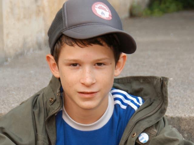 Ein sehr junger Joel Basman als Schlitzohr «Zizou».