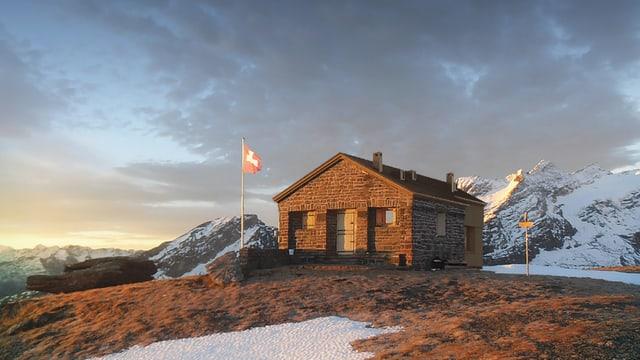 Eine Berghütte im Abendlicht