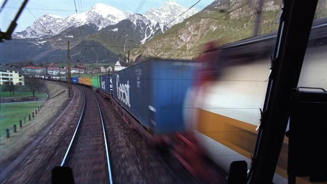 Tren da vitgira sin la lingia dal Gottard.