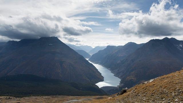 Ina vista sin il Lago di Livigno che tutga tar las Ouvras Electricas d'Engiadina.