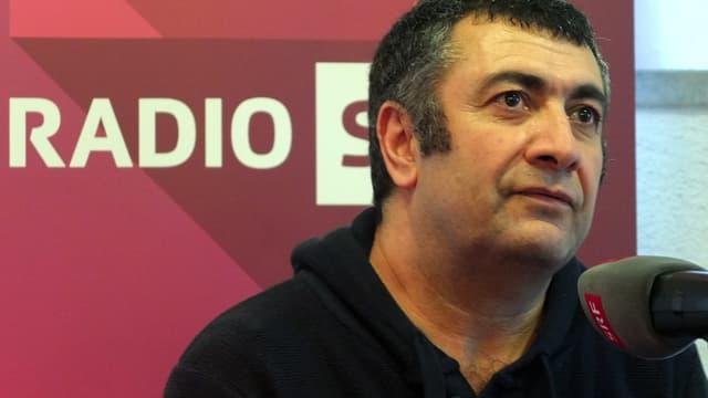 Der Regisseur Mano Khalil spricht mit SRF in Solothurn.