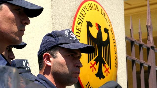Türkische Sicherheitskräfte vor der deutschen Botschaft in Ankara.