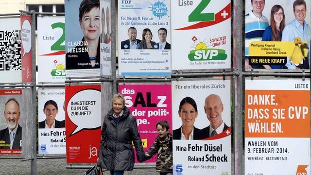 Viele Wahlplakate in der Stadt Zürich.