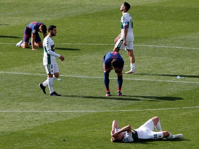 Atletico Madrid behauptet seine Tabellenführung in extremis. Gegen Elche gewinnt der Leader auswärts 1:0. Fidel verschiesst für den Gastgeber in der Nachspielzeit noch einen Penalty. Richtig glücklich scheinen aber auch die Madrider nicht zu sein.