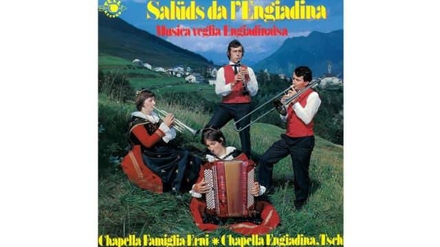 Chapella famiglia Erni cun la platta Salüds da l'Engiadina