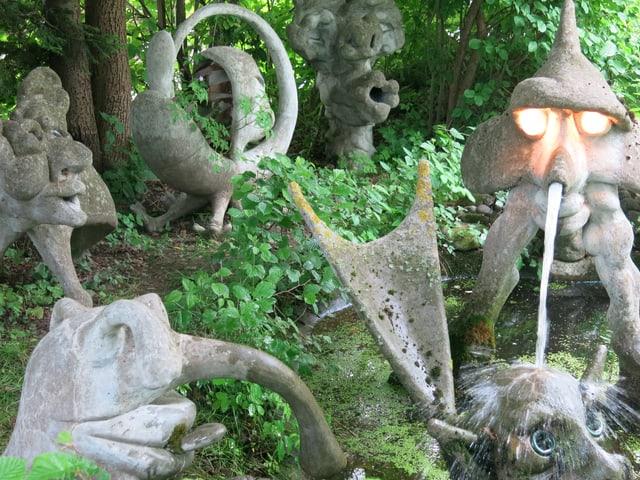 Verschiedene Betonskulpturen.