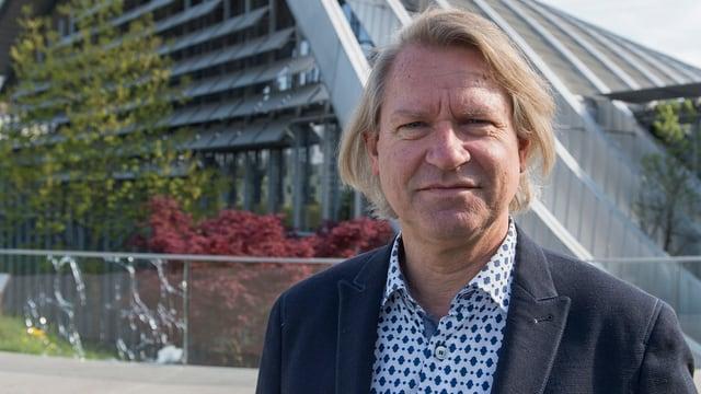 Peter Fischer vor dem ZPK