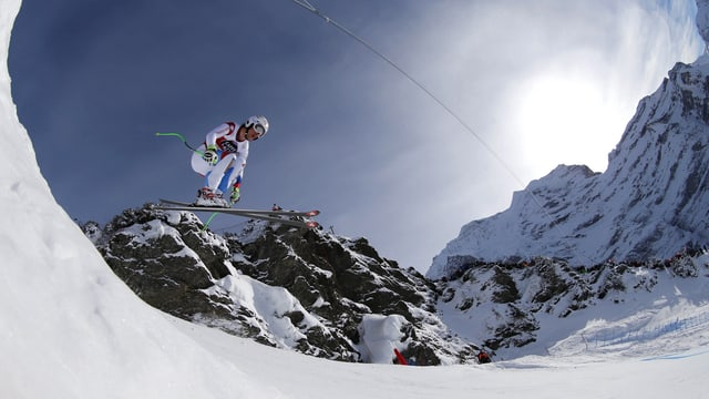 Carlo Janka bei einem Sprung.