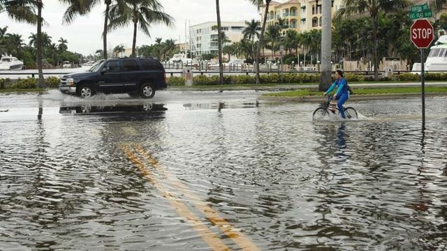 Eine überflutete Strasse in Miami.