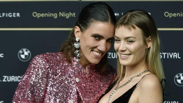 Model Tamy Glauser mit ihrer Freundin Dominique Rinderknecht am Zurich Film Festival.