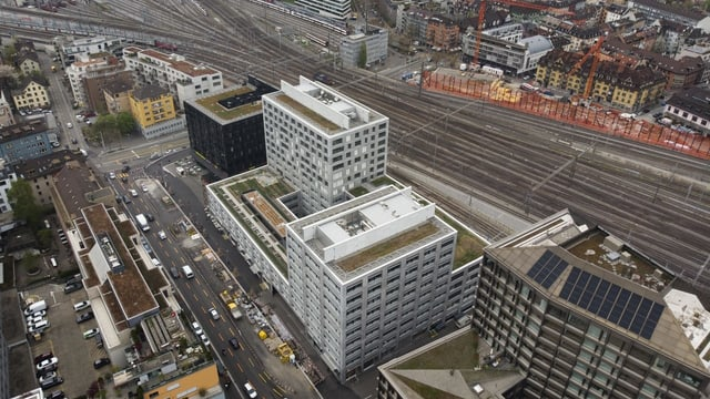 Luftaufnahme  Europa-Allee in Zürich und Gleisanlagen