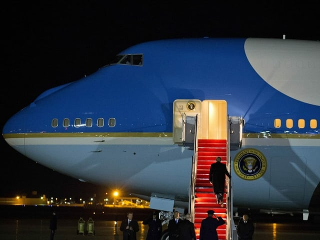 Trump besteigt die «Air Force One».