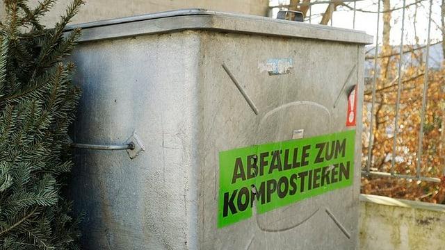 """Container mit Aufkleber """"Abfälle zum Kompostieren"""""""