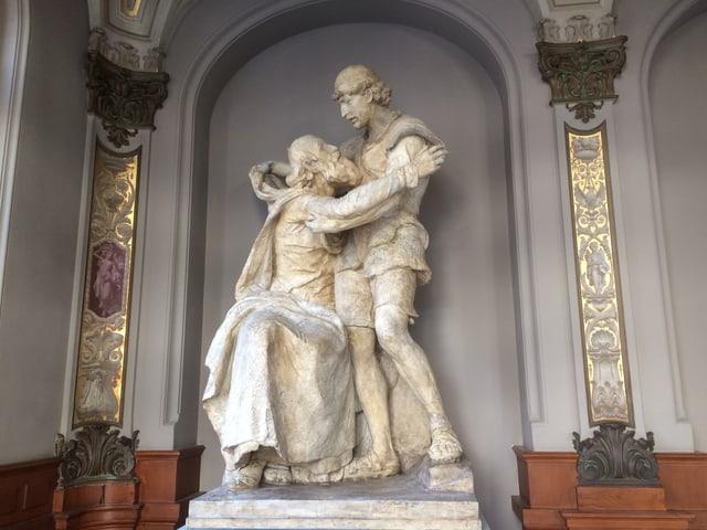 Die Skulptur «Melchi-Gruppe» steht nun in der Eingangshalle des Gerichtsgebäudes in Sarnen.
