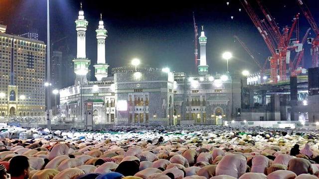 Muslime beten in Mekka.