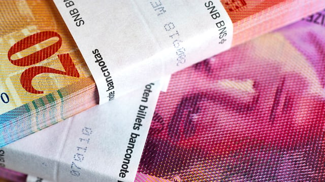 Mehrere Bündel mit 20-Franken-Noten sind übereinandergestapelt. Darauf ist der Kopf des Komponisten Arthur Honegger zu sehen.