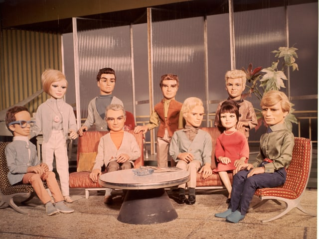 Auf dem Bild sind die Puppen aus Thunderbirds zu erkennen.