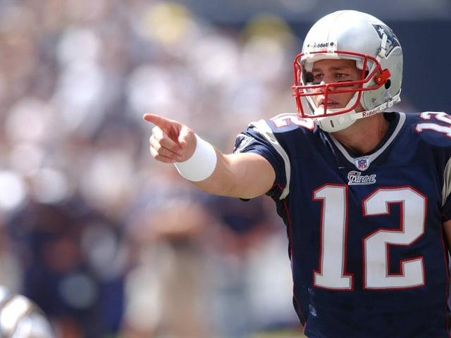 2002 schlagen Bradys Patriots die St. Louis Rams 20:17.