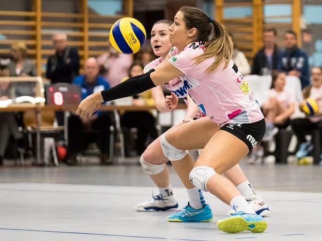 Livia Zaugg von Aesch-Pfeffingen bei einer Ballannahme.