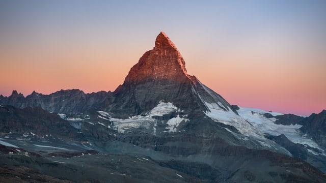 Das Matterhorn am 12. September in zartem Morgenrot.