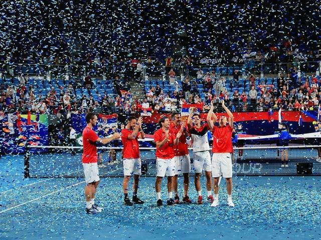 Serbien nach dem Final-Sieg gegen Spanien.
