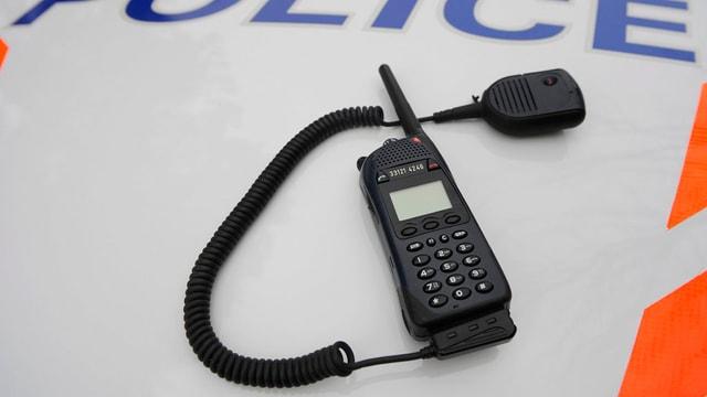 Funkgerät Polycom für Polizei, Sanität und Feuerwehr.