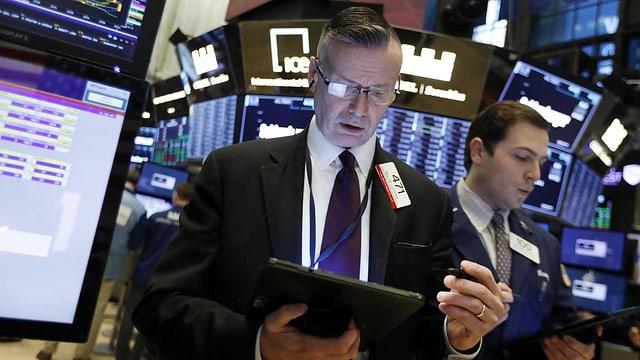 Zwei Männer an der Wall Street.