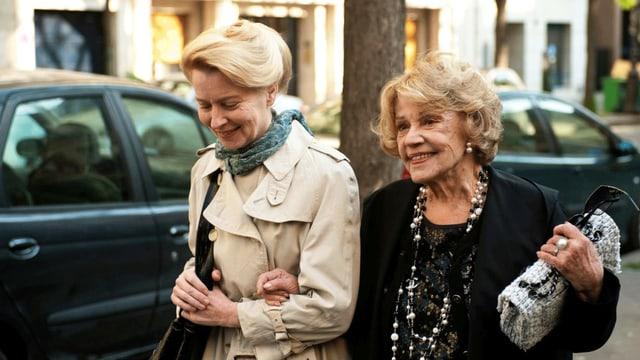 Die Schauspielerin Jeanne Moreau mit Laine Mägi