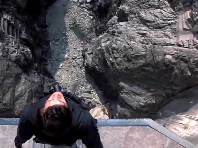 James Bond springt von der Verzasca-Staumauer