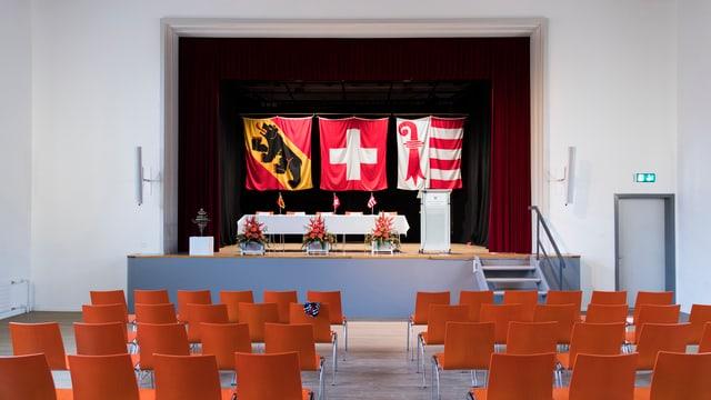 Las bandieras da Berna, Svizra e Giura.