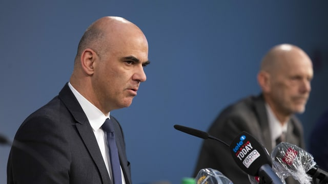 Bundesrat Alain Berset an einer Pressekonferenz