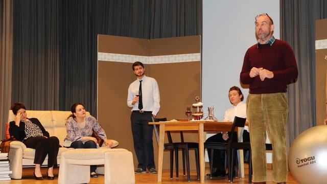 Gruppa da teater Valendau.