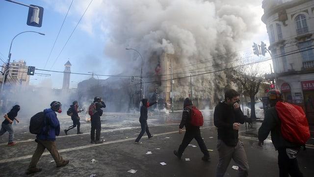 demonstrants, bajetgs che brischan