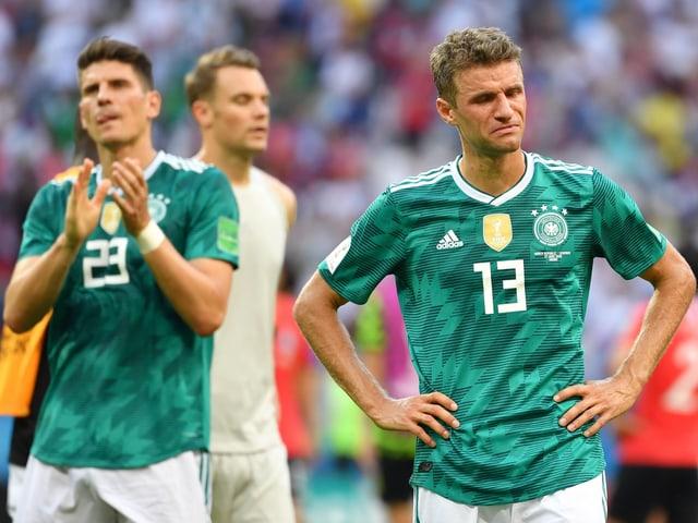 Thomas Müller, Manuel Neuer und Mario Gomez (v.r.) nach dem Spiel gegen Südkorea