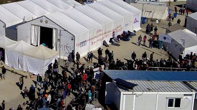 Tendas d'in champ da fugitivs en Grezia.
