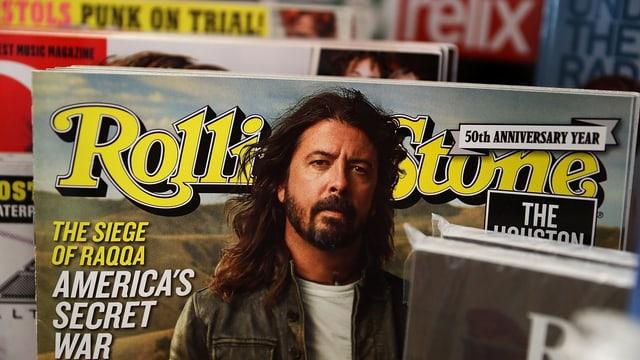 Mehrere Magazine hintereinander: vorne eine Ausgabe des Rolling Stone.