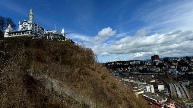 Das Chateau Gütsch mit den Zufahrtsgeleisen des Gütschbähnlis.