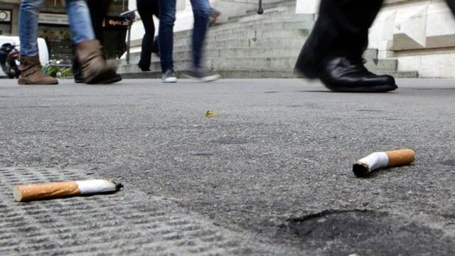 Stummel auf dem Boden.