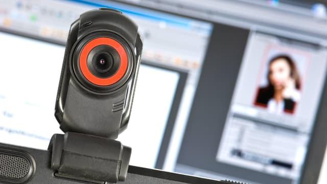 Webcam vor einem Computer
