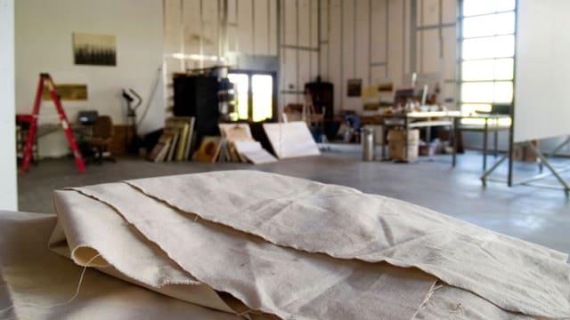 Im Künstleratelier entsteht grosse und kleine Kunst.