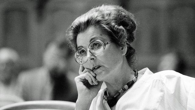 Lilian Uchtenhagen, auf dem Bild 1987 im Nationalrat.