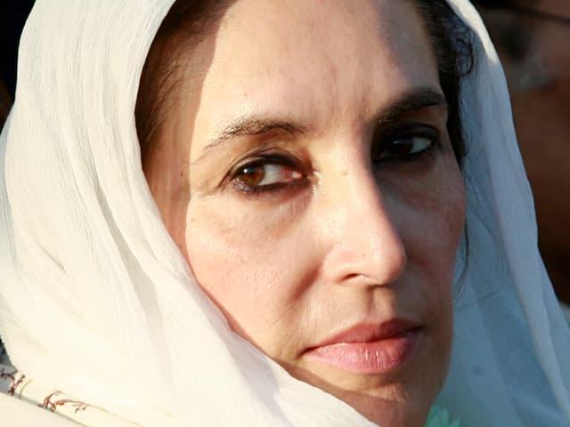 Das letzte Bild: Benazir Bhutto am Tag ihrer Ermordung auf einer Wahlveranstaltung in Rawalpindi.