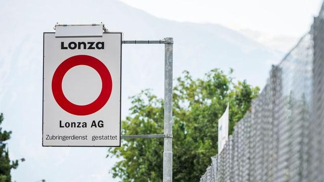 Fahrverbotsschild vor der Firma Lonza in Visp.