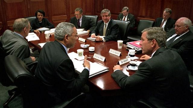 George W. Bush mit Sicherheitsrat im Situation Room
