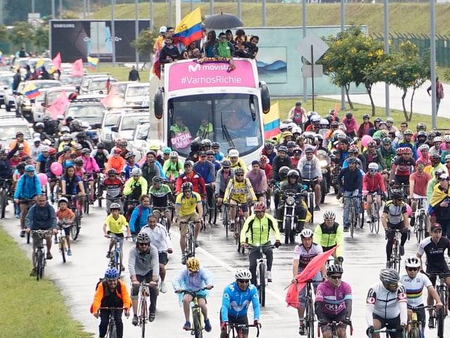Ecuador feiert seinen Giro-Sieger Richard Carapaz.
